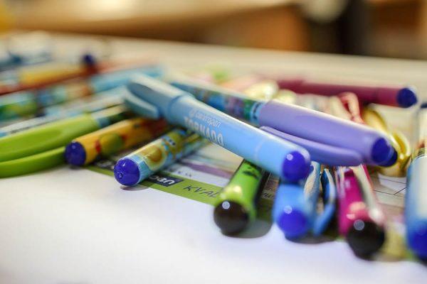 prepisovačky, fixky, písacie potreby
